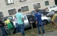 В Бресте люди в гражданском брутально задержали водителя и пассажиров авто