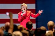 Хиллари Клинтон оказалась вдвое популярнее мужа среди демократов