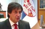 Министра обороны Сербии уволили за оскорбление журналистки
