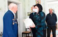 Белорусские чиновники в разгар эпидемии пришли к ветеранам