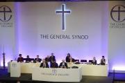 Англиканская церковь разрешила посвящать женщин в епископы