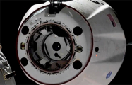 Космический корабль Crew Dragon возвращается на Землю