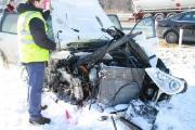 """В Барановичах мужчине """"посчастливилось"""" врезаться на автомобиле в дерево рядом с МЧС"""
