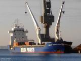 У пиратов выкупили сухогруз с российским моряком на борту