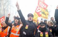 Во Франции началась трехмесячная массовая забастовка железнодорожников