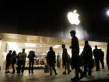 Apple закроет часть своих магазинов на время прощания с Джобсом