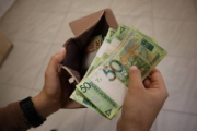 Насколько в Беларуси снизилась средняя зарплата?