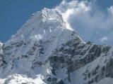 В Гималаях разбился спасательный вертолет