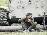 Сбежавший из Беларуси солдат просит убежища в России