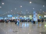 Пассажиры задержанных минских рейсов в ближайшее время будут доставлены в аэропорт назначения