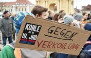 Десятки тысяч немецких школьников вышли на демонстрацию в защиту климата