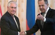 Госдеп: Тиллерсон заявил Лаврову о сохранении санкций против РФ