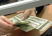 Доходы населения снижаются, доверие к доллару растет