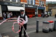 Неизвестный с ножом напал на полицейских у Букингемского дворца в Лондоне