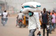 Президент Нигерии заявил, что у страны нет денег на импорт продуктов питания