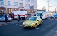 Видеофакт: В центре Гродно женщина-водитель поехала в толпу людей на переходе