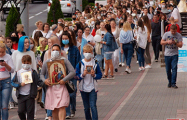 Более шести часов длится женская акция возле станции метро «Уручье» в Минске