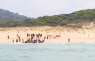 Высадка нелегалов в Испании попала на видео