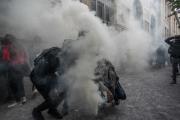 Полиция применила слезоточивый газ против протестующих в Париже