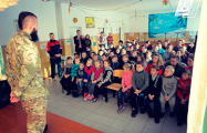 Белорусский доброволец встретился с украинскими школьниками