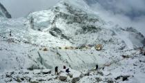 Непальских чиновников отправят на Эверест