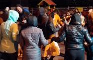 Видеофакт: На «площади Перемен» люди танцуют народные танцы