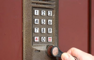Как коммунальщики меняют домофоны без согласия жильцов
