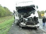 Женщина погибла при лобовом столкновении легковушки и грузовика
