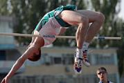 Многоборец Андрей Кравченко добился победы на зимнем чемпионате Европы вопреки травме