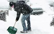 В Минске призвали автовладельцев взять в руки лопаты