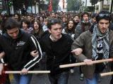 У здания парламента в Афинах собралась пятитысячная толпа