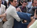 В греческого премьера кинули ботинок