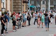 После завершения Акции солидарности белорусы остались в очереди на проспекте Независимости