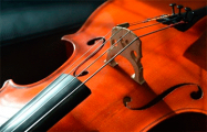 Белоруска исполнила «Стены рухнут» на виолончели