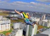Со строящегося небоскреба «Парус» в Минске спрыгнул парашютист
