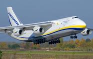 Видеофакт: В Украине огромный самолет заходил на посадку боком