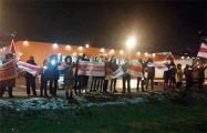 Вольная Лошица вышла на протест и поздравляет всех с Новым годом
