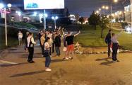 У мемориала Александра Тарайковского люди выстроились в цепь Солидарности