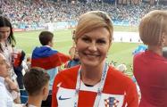 Фотофакт: Президент Хорватии посетила матч с датчанами как обычная болельщица