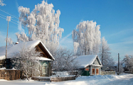 Вдеревне Горецкого района люди растапливают снег, чтобы получить воду для хозяйственных нужд