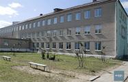 Что происходит в поселке Коммунар, где госпитализировали 39 детей