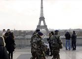 Над военной базой под Парижем обнаружен беспилотник