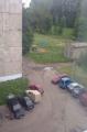 В Барановичах неизвестный проколол колеса в 35 автомобилях