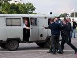 Во Фрунзенский суд привезли много избитых