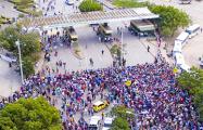 Фотофакт: Тысячи людей бегут из Венесуэлы