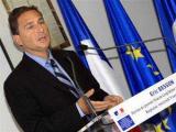 Французский министр отказался подписать закон о тестах ДНК для мигрантов