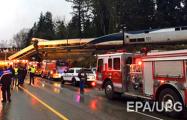 В США поезд сошел с рельсов и упал на шоссе