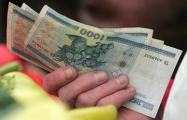 За год средняя зарплата «потеряла» 200 долларов