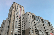 Огромные национальные флаги украсили несколько многоэтажек в Минске