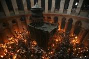 Благодатный огонь сошел в Храме Гроба Господня, частицу пламени доставят спецрейсом в Беларусь